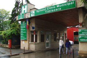 Uu autoturism nou intră în posesia Secției de Radioterapie a Spitalului Municipal pentru transportul pacienților