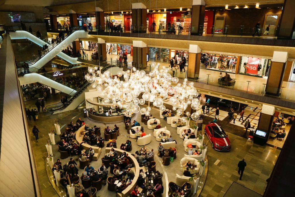 Târguri tematice şi promoţii de până la 70%, la Iulius Mall