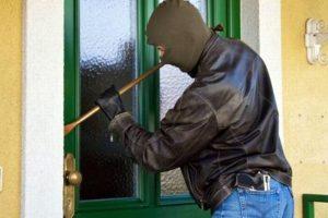 Ce obişnuia să fure din case un hoţ prins ieri de poliţiştii timişeni
