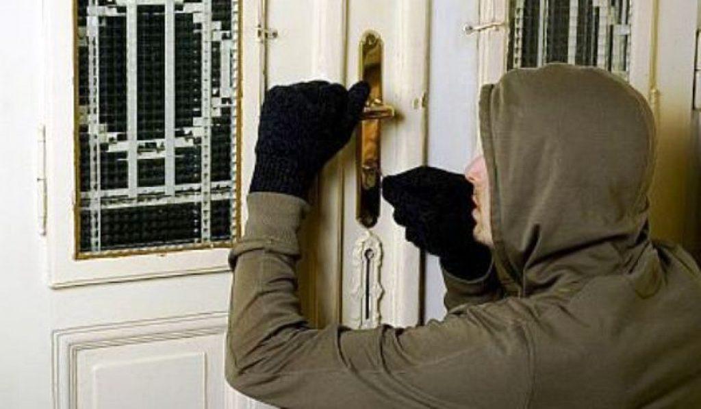 Ce a putut să fure un hoţ dintr-o gospodărie aflată în Dumbrăviţa
