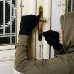 Adolescent prins la furat de poliţişti în toiul nopţii