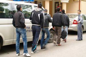 Migranţi irakieni si sirieni, opriţi la frontiera cu Serbia