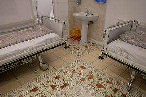 Centrele de asistență medico-socială, preluate administrativ și financiar de către consiliile județene