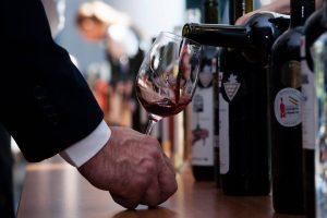 Sute de feluri de vin, unele în premieră națională, vor fi expuse și degustate la a XIV-a ediție VINVEST