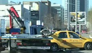 O femeie a murit după ce taxiul în care se afla a intrat într-un parapet pe şoseaua Pipera