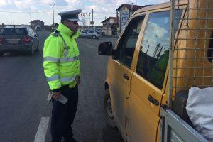 Poliţiştii de la Rutieră au dat aproape 400 de amenzi în weekend