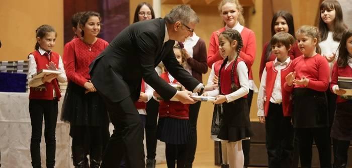 Nouă mii de burse de merit pentru elevi din clasele V-XII