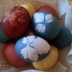 Ouă tradiționale de Paște colorate cu ingrediente naturale