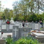 Timişorenii au dat de pomană în cimitire de Paştele Blajinilor