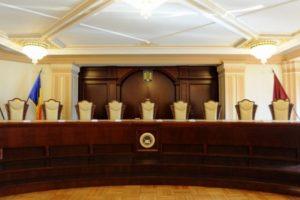 Camera Deputaţilor a adoptat legea care oferă imunitate sporită judecătorilor CCR