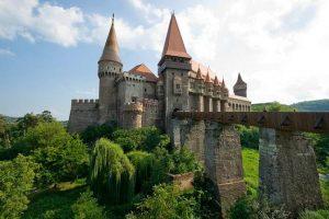 A fost semnat primul contract de finanțare pentru restaurarea Castelului Corvinilor