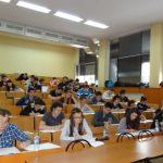 Cei mai buni elevi matematicieni din 14 județe se întrec într-un concurs al UVT