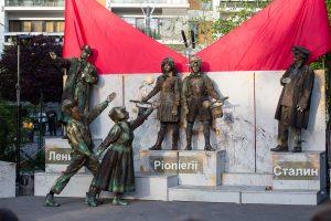 Arca lui Lenin, în Piața Victoriei. La Timișoara începe un adevărat regal de teatru