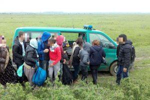Șapte migranţi din Afganistan și Pakistan, opriţi la frontiera cu Ungaria