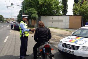 Poliţia Rutieră a dat peste 300 de amenzi în weekend
