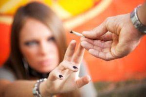 Un drog de mare risc introdus recent în România face ravagii printre tineri