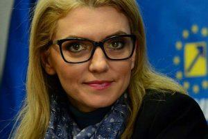 """Alina Gorghiu:""""Votarea unei propuneri legislative privind restricționarea gravă a educației sexuale în școli este o mare eroare"""""""