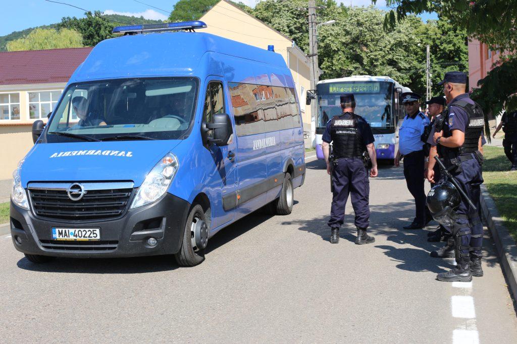 Jandarmii asigură ordinea pe timpul desfăşurării examenelor de la Evaluarea Națională, la Timișoara