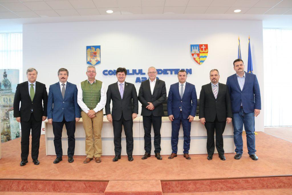 Opt președinți de Consilii Județene, din România și Ungaria, la Arad