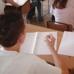 A început Evaluarea Națională a elevilor de clasa a opta. Ce subiecte au avut de dezbătut