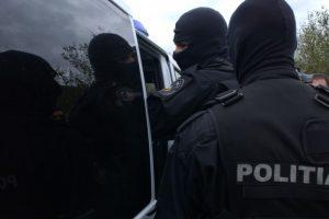 Mascaţii au descins în Timiş şi Arad la tineri care plăteau cumpărăturile cu cardurile unor străini
