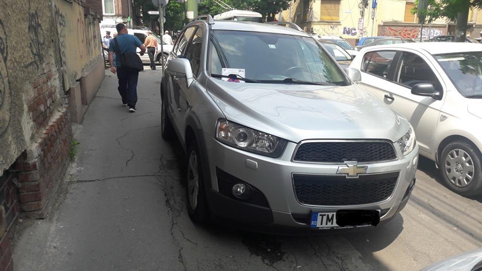 Şoferii care au parcat pe trotuare au fost buni de plată