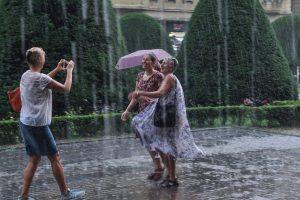 Cod galben de ploi torențiale și vijelii în Timiş şi alte judeţe