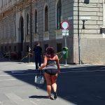 IMAGINEA anului: În CHILOȚI, pe o stradă pietonală din viitoarea Capitală Europeană a Culturii