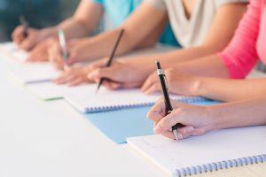 Educatoare prinsă cu fițuica la examenul de titularizare