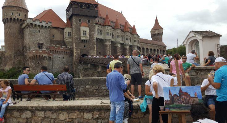 Proiecții spectaculoase pe Castelul Corvinilor la Festivalul Medieval