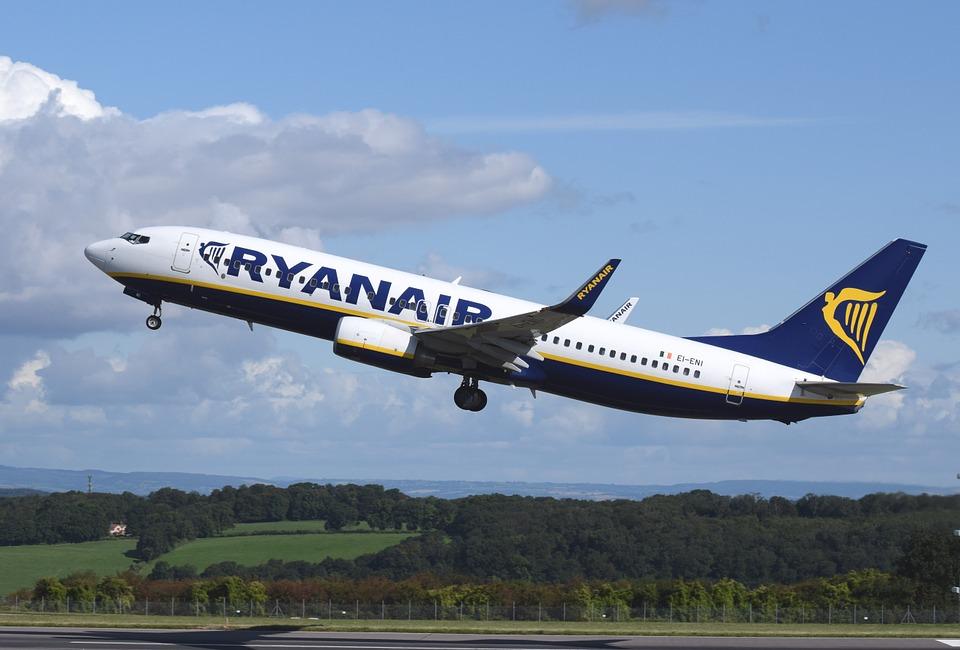 Ryanair: 83% dintre zboruri au ajuns la timp în iulie