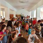 Zeci de copii din Timişoara au primit ghiozdane şi rechizite la început de an şcolar