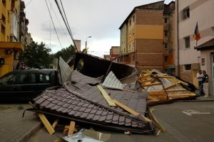 Încă mai aveţi probleme după furtună? Primarul vrea să îi scrieţi pe Facebook