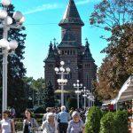 """Expoziţie de icoane bizantine """"Lumina Florilor de Paşti"""" la Catedrală"""