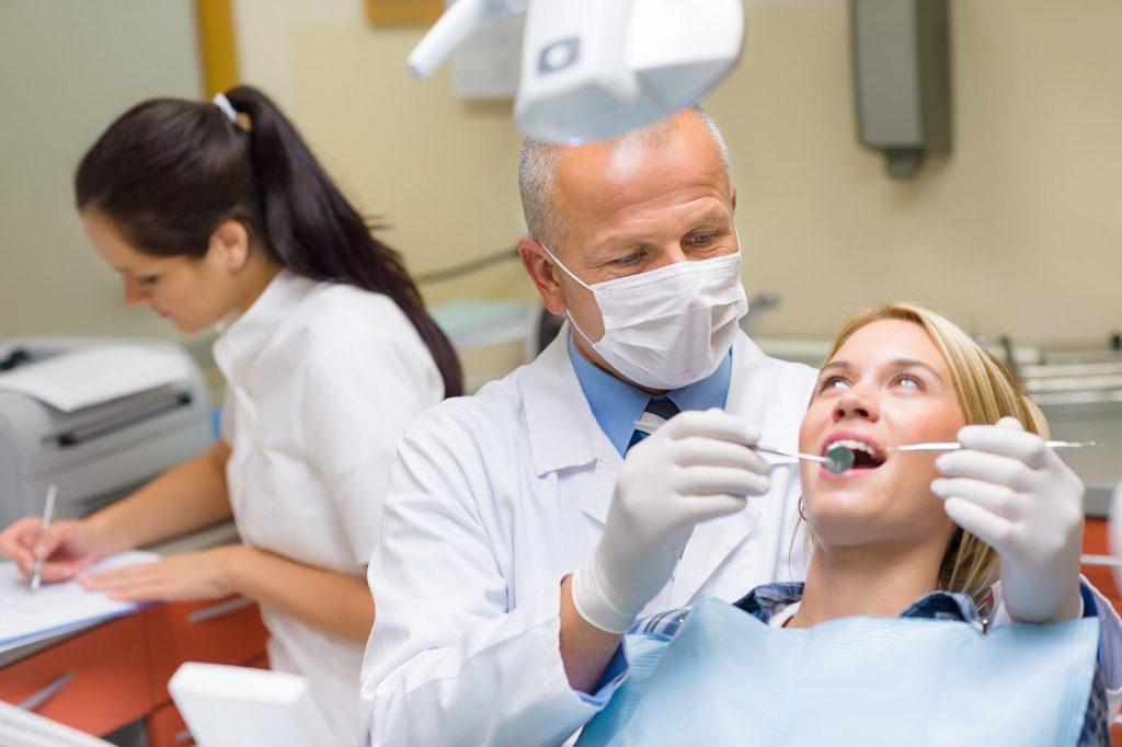 Ce boli provoacă dinţii netrataţi