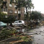 Poliția Locală a sprijinit acțiunile de îndepărtare a efectelor furtunii de duminică. Asociațiile trebuie să ia măsuri de curățare a elementelor care pot pune în pericol viața oamenilor