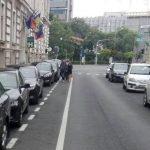 Şoferii care opresc sau staționează pe pistele de biciclete din centrul orașului, amendaţi de Poliţia Locală