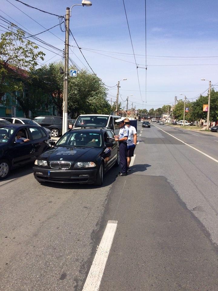 Poliţiştii de la Rutieră au dat aproape 700 de amenzi în câteva zile