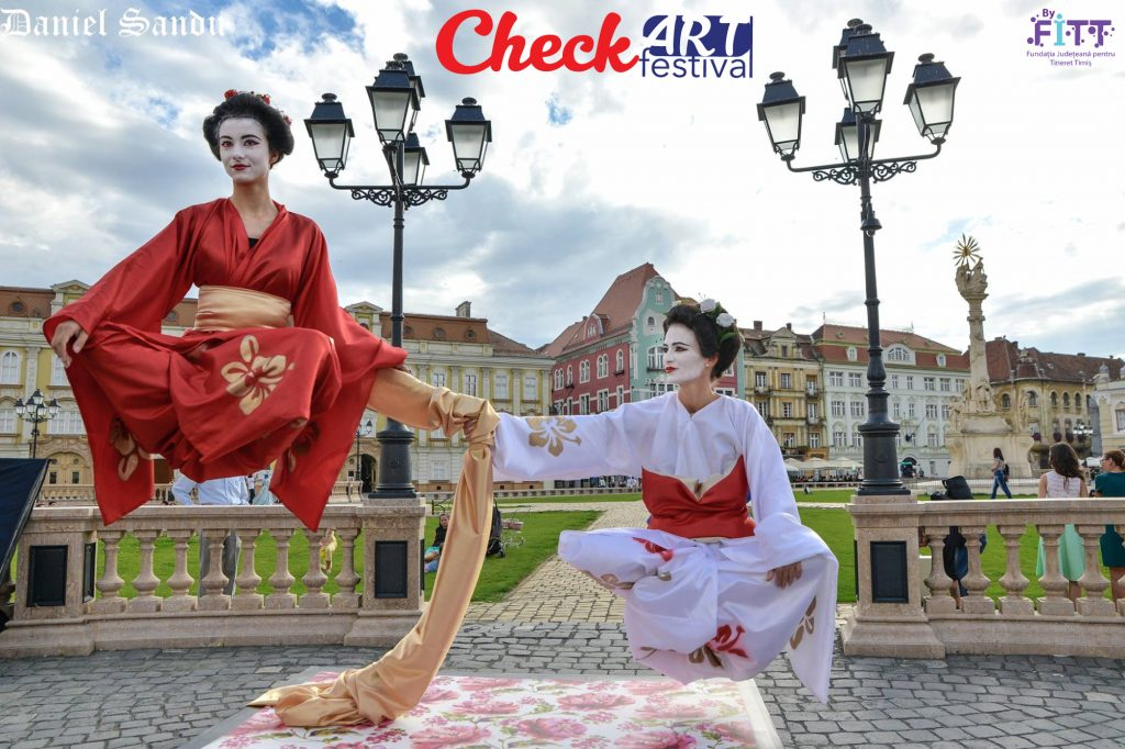 Mimi, bufoni, statui vivante și levitații pot fi admirate CheckART Festival în acest weekend