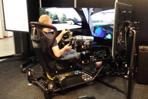 Timişorenii pot testa simulatorul pe care se antrenează piloţii de Forumula 1 din echipa Renault