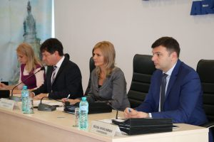 Consiliul Judeţean Arad asigură burse sociale (medicale) pentru 54 de elevi