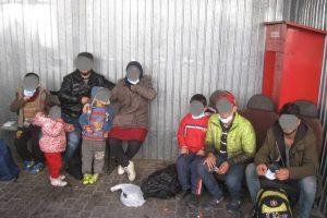 Migranți, tineri cu substanțe interzise, adăpost improvizat în parc. Poliţiştii locali au avut de lucru în weekend