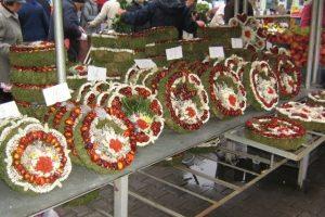 Comercianţii de flori şi coroniţe pentru Ziua Morţilor pot depune cereri de vânzare la Primăria Timişoara