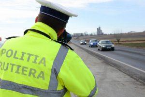 A plouat cu amenzi de la Rutieră în week-end. Doi şoferi s-au ales cu dosar penal