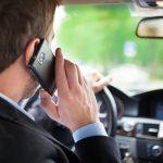 Sondaj: 60% dintre şoferii români vorbesc la telefon fără handsfree