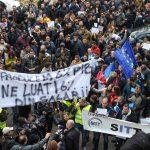 Protest în fața Prefecturii Timiș! Sindicaliştii BNS, contestă trecerea plăţii contribuţiilor sociale la angajat