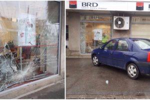 Accident la Arad. Cu maşina în banca… concurentă