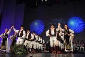 Ansamblul Banatul susţine cel mai mare spectacol de datini şi folclor din acest sezon