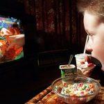 Studiu: Televizorul, distracţia favorită la cină în gospodăriile europene