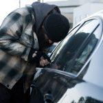 Nu lăsaţi bani în maşină! Ce a păţit un şofer în Făget
